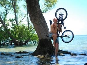 Tournée spectacle danse acrobatie sur vélo bmx avec violoncelle au Brésil