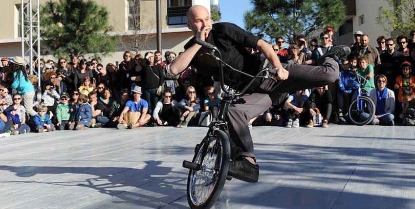 Friandises Vélicyclopédiques - spectacle performance sur mesure